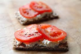 Ryvita with cottage cheese & tomato