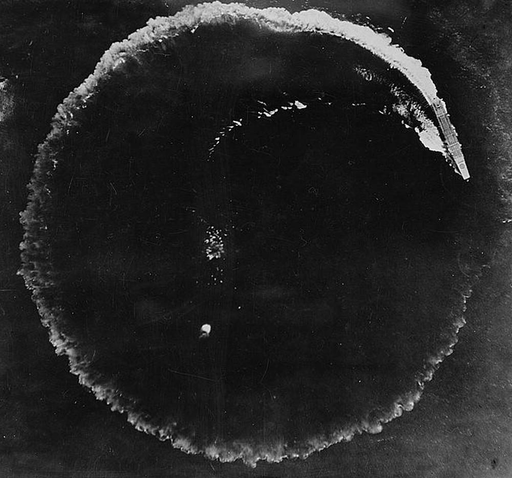 Maniobra antibombardero de un portaaviones japonés en Midway