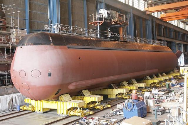 Submarino Gotland en dique para obras de media vida