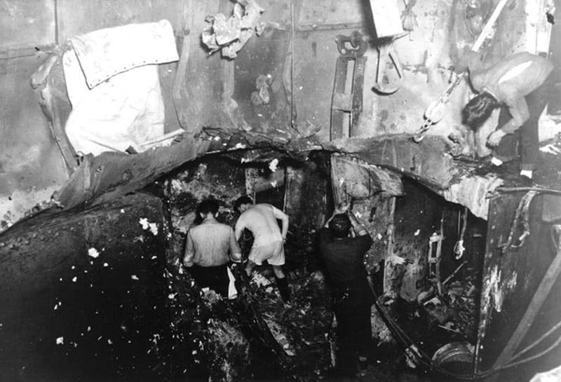 USS Yorktown en Midway: reparaciones bajo la línea de flotación