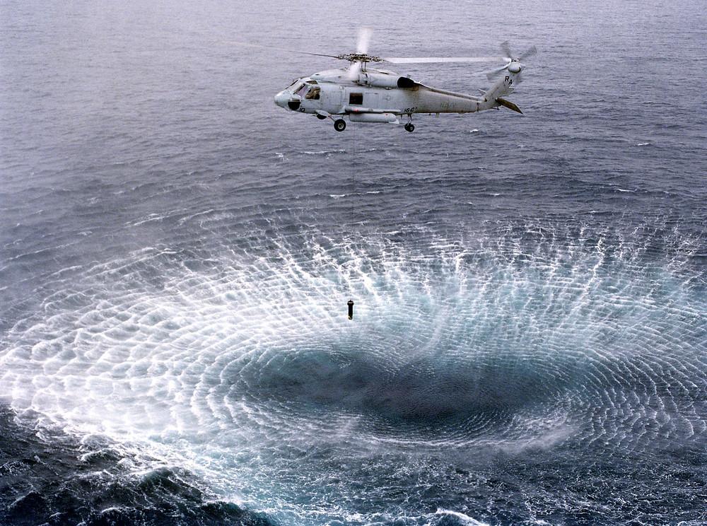 SH-60F calando el sonar