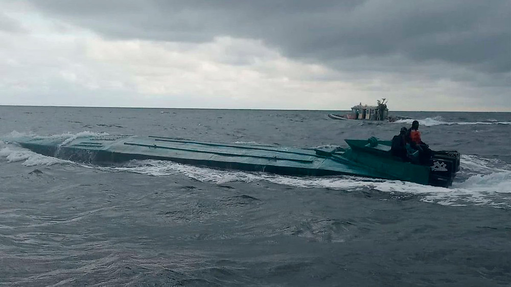 Narco submarino semisumergible o LPV (embarcación de perfil bajo)