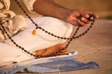 Sadhu mit Gebetskette