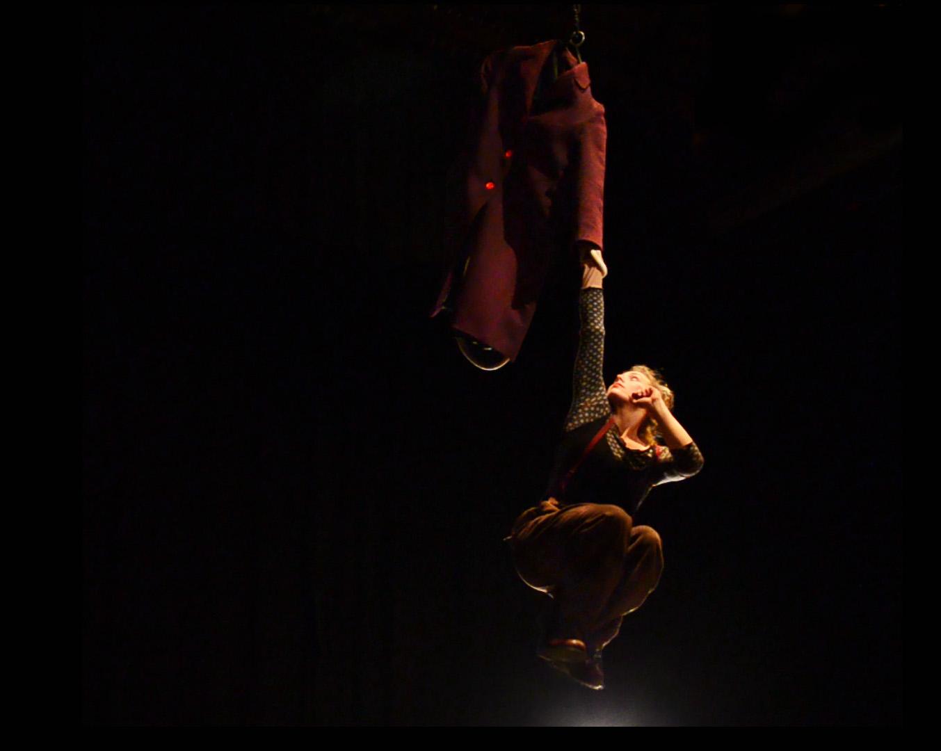 giacca aerea acrobata artista strada