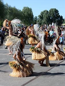 Optreden van dansgroep tijdens Pacifikus Festival 2015