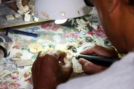 Tea Mohuioho at work, Haakuti - Ua Pou