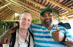 Renewal of contacts with the makers of Marquesan art: here Antoine with Teiki Barsinas (of Tahuata), December 2015