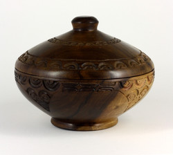 Round bowl with lid