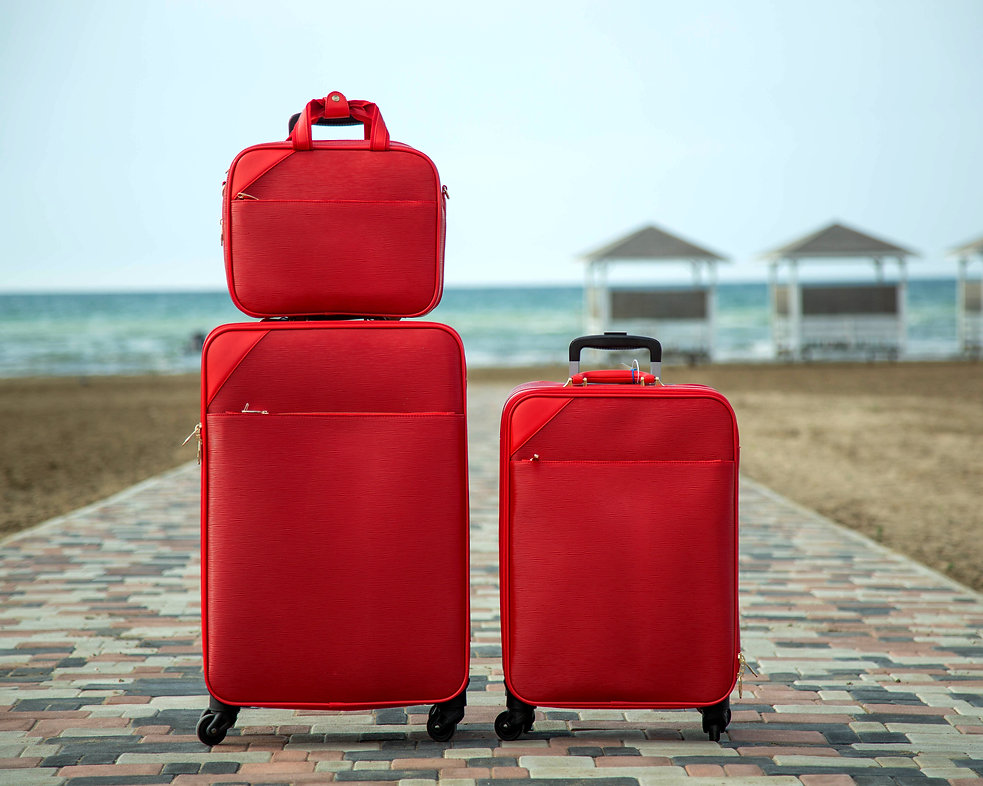 set-red-suitcases-bags.jpg
