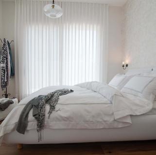 וילונות בד בחדר שינה