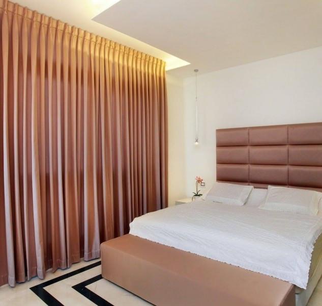 וילון מעוצב בצבע ורוד לחדר שינה