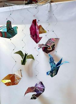 mobile origami oiseaux multicolores