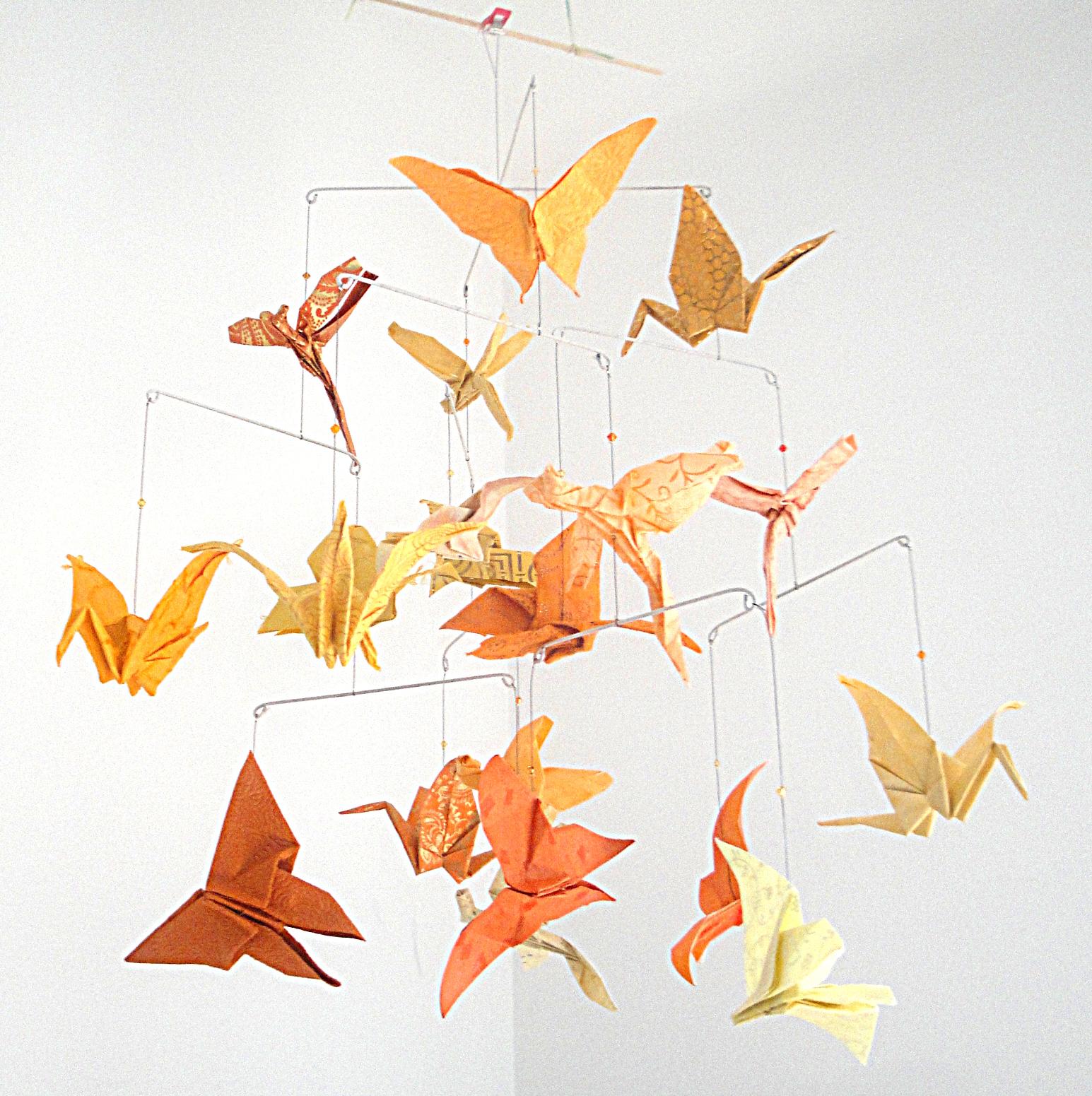 mobile origami papillons, grues, libellu