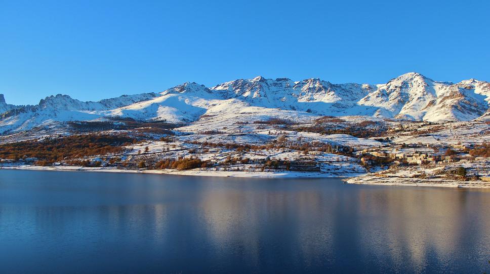 lac sous neige les chalets de lozzi.JPG