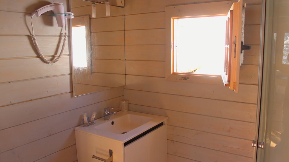 salle de bain les chalets de lozzi.JPG