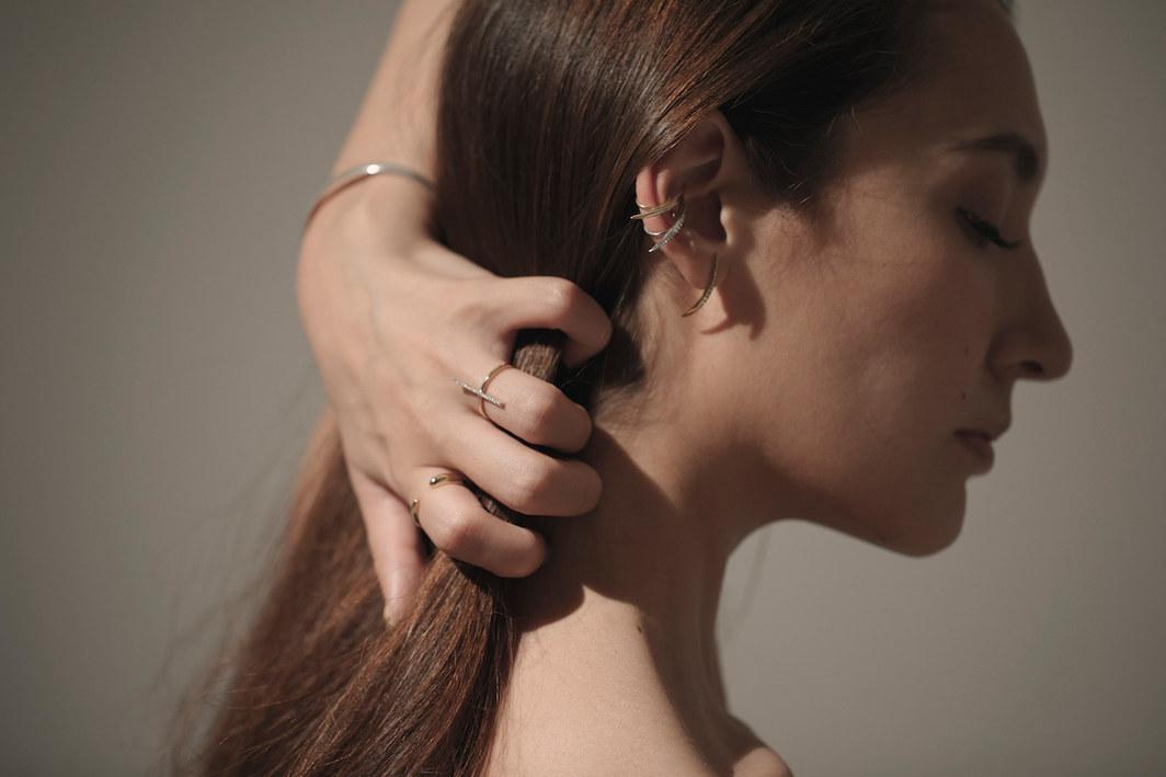 Thin curve earcuff&pierce