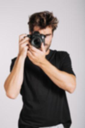 man-taking-photo_23-2147689325.jpg