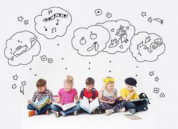 幼児教室で英語の勉強する子供達