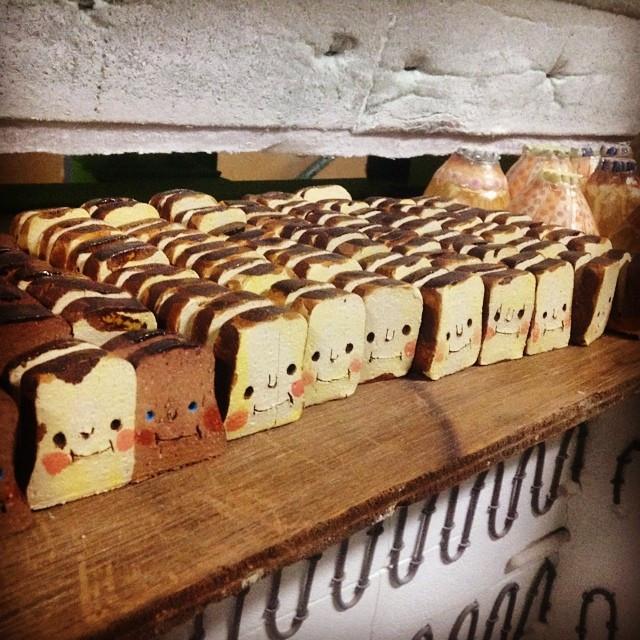 Instagram - クリエイターズマーケット用の窯出し。パンさんカード立て。久しぶりに仲良しパンさんズも。