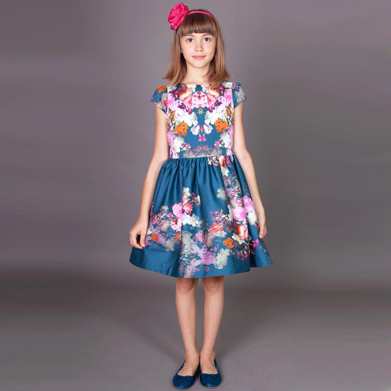 rochita ocazii speciale-fete-cu-flori-albastre