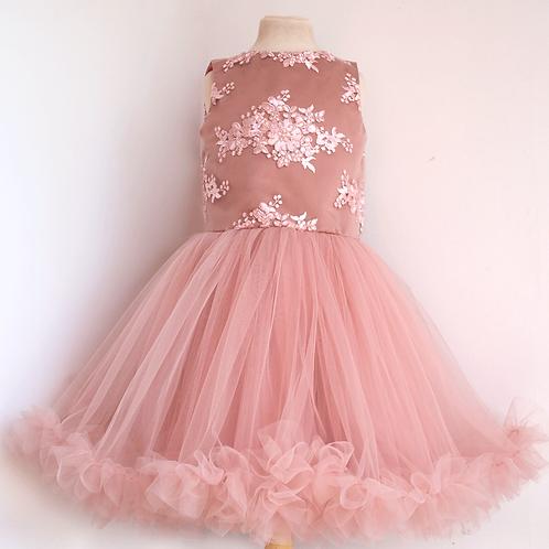 rochie dantela volane tul roz pudrat