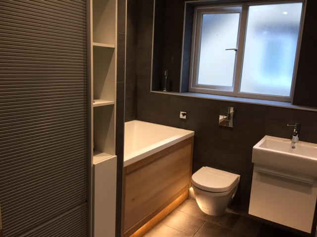 Bathroom Suite With LED Lighting