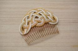 松結びの髪飾り。