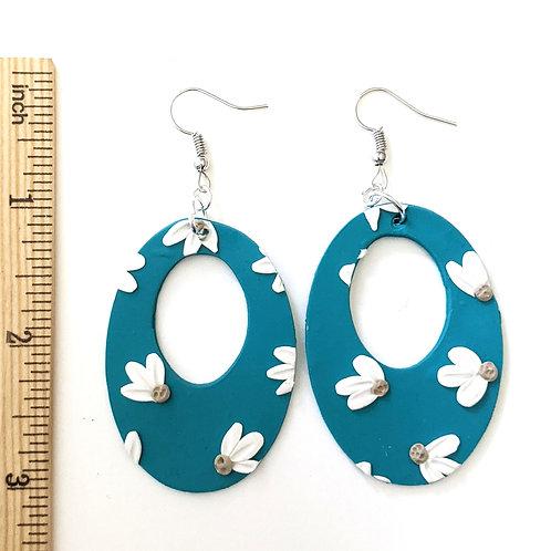 Darling Daisy oval earrings