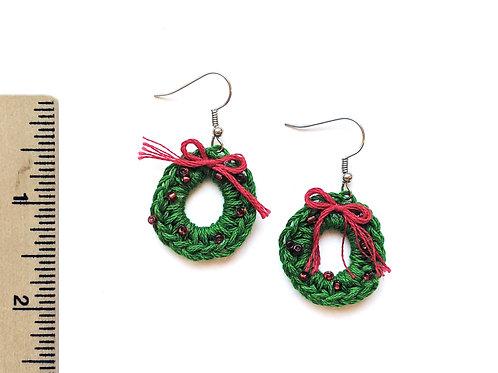 christmas wreath crochet earrings