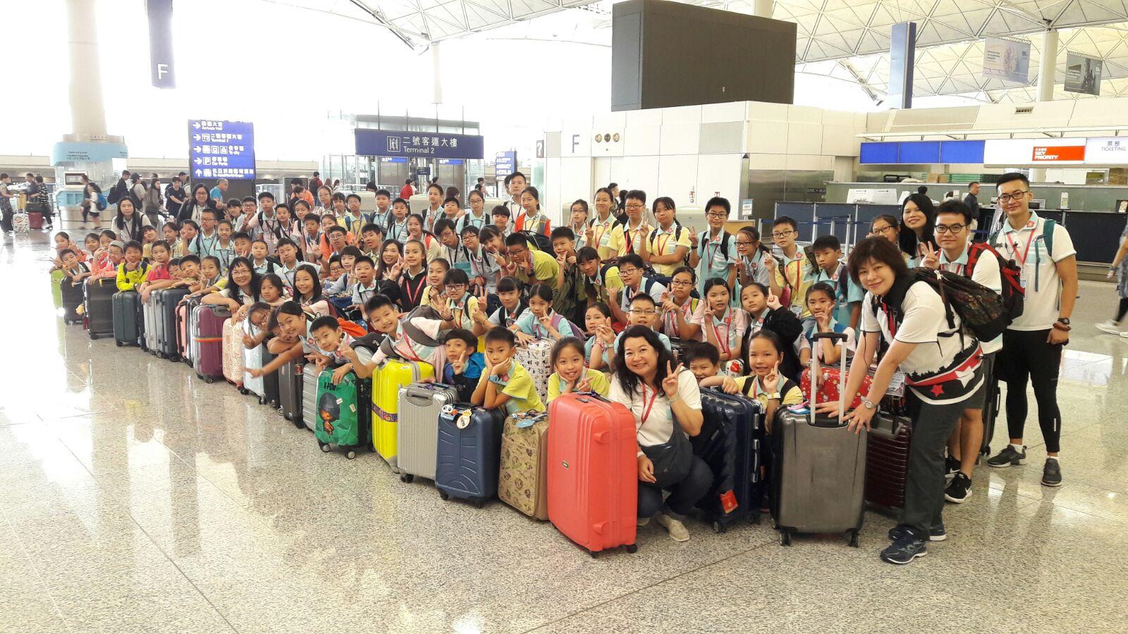 曾梅千禧學校連同李志達紀念學校一行近90人出發前往成都