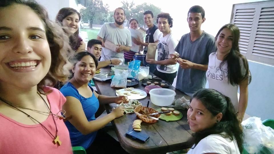 Grupo de jóvenes de la capilla Santa Catalina de Alejandría, de la parroquia Nuestra Señora de la Merced, en Resistencia (Chaco).