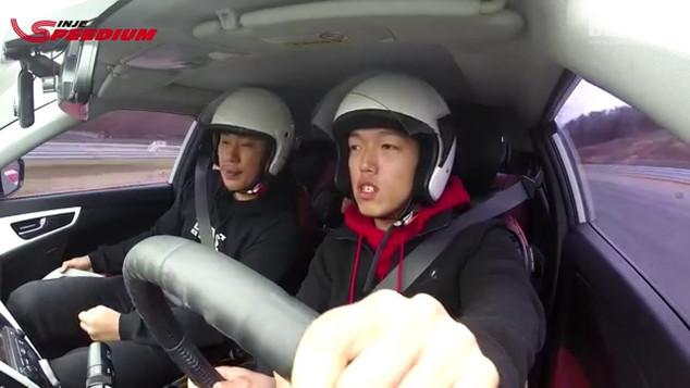 """김범훈의 """"Veloster 1.6 GDI"""" 시승리뷰"""
