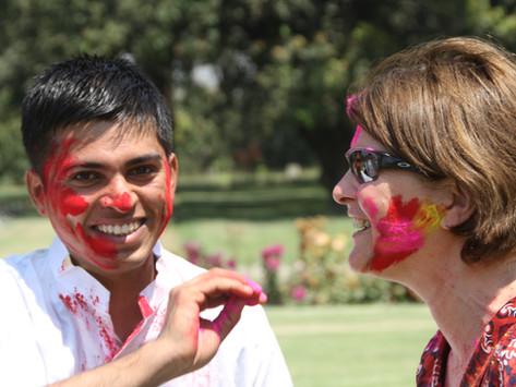 Hvorfor feires Holi - våren og fargenes festival?