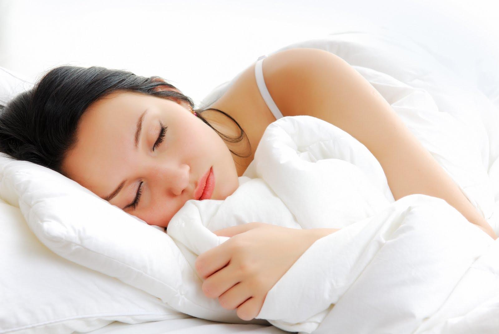 467-mujer-durmiendo-control-mental-el-secreto-ley-de-atraccion-positiva