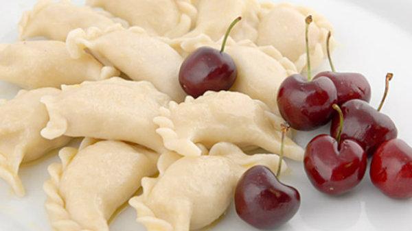 """Вареники """"Сладкие"""" с начинкой из вишни"""