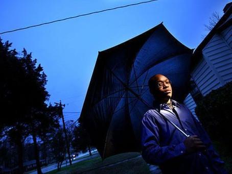 Après que l'ex-marine américain ait capturé un OVNI dans son tél, il a subi plusieurs abductions