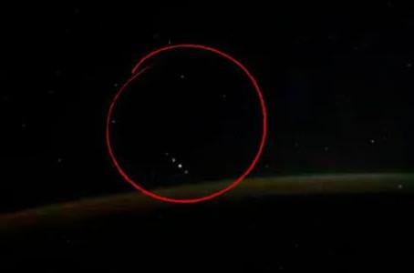 OVNI filmé: le cosmonaute Ivan Vagner repère les invités de l'espace sur l'ISS