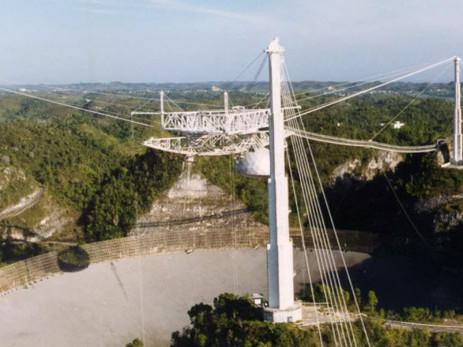 Stupeur : le célèbre radiotélescope d'Arecibo s'est effondré !