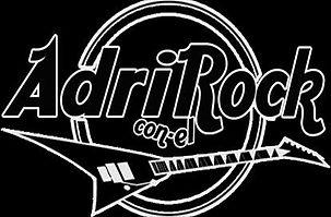 ADRI CON EL ROCK CUADRADO.jpeg