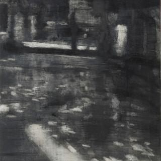 Figura en un jardín II