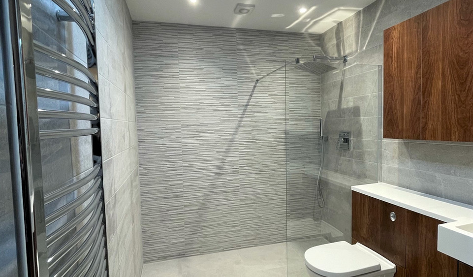 Apartment 15 - Main Shower Room