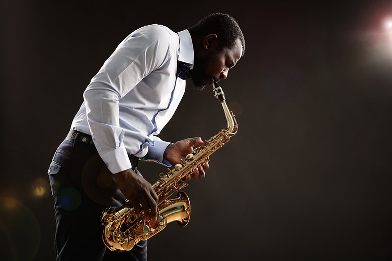 05. Saxofone_01 - shutterstock_382955080