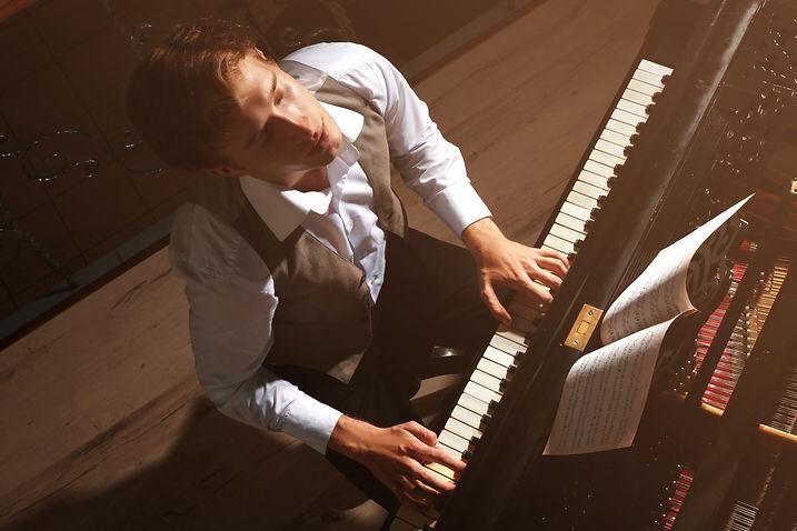 03. Piano_02 -shutterstock_528736531.jpg