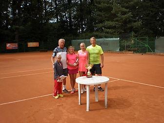 tenis_rodinné_dvojice.jpg