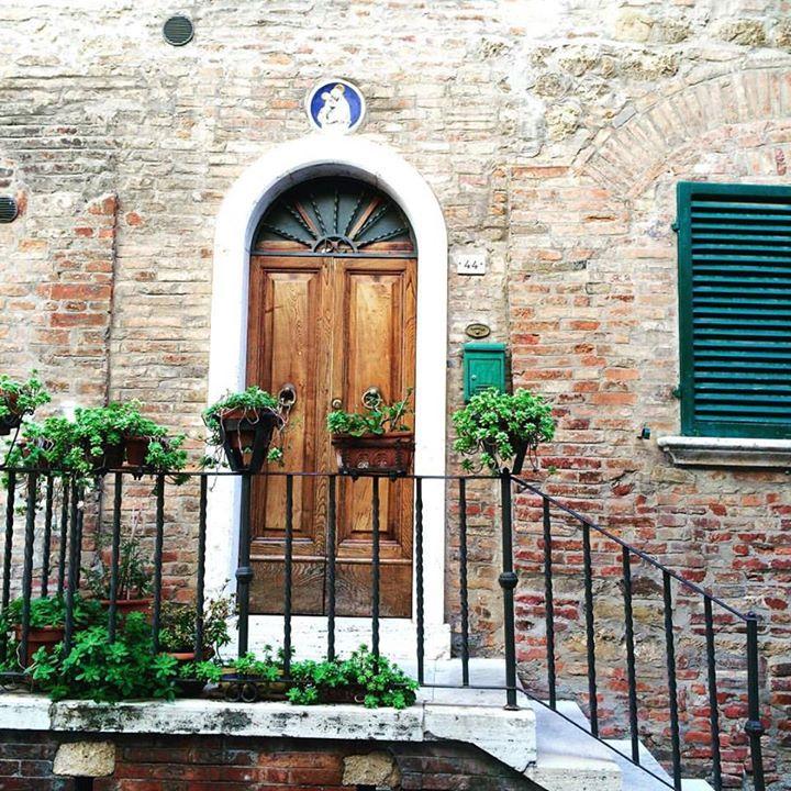 #onedoorclosesandanotheropens #montepulciano #doorsofinstagram #charm #italy