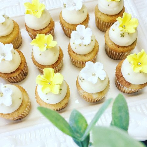 Farine-et-chocolat-cupcakes-jaune-yellow