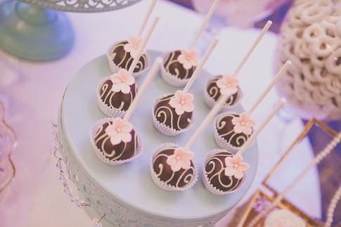 Farine-et-chocolat-cakepops-fleur-rose-c