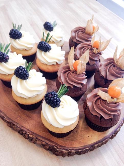 Farine-et-chocolat-cupcakes-rustique.jpg