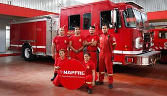 MAPFRE asegurará gratuitamente a miembros del Cuerpo General de Bomberos Voluntarios del Perú