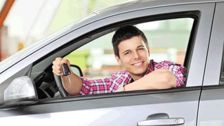 Según un estudio, los jóvenes son los más peligrosos al volante